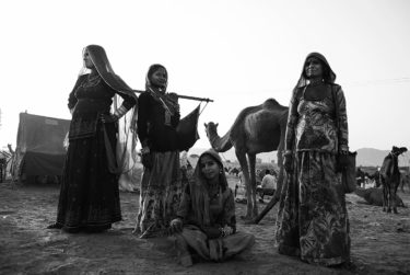 India 29 - black and white portrait photography - by Will Falize - friendmade.fm